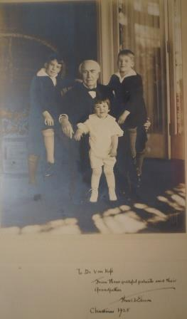 Gift of Thomas Edison to Dr.Von Hofe, a picture of him with his grandchildren